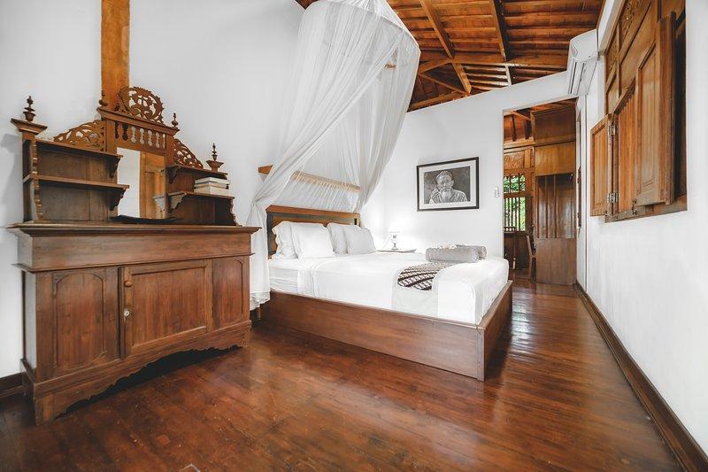 Laras Master Bedroom, holiday rental in Sandik