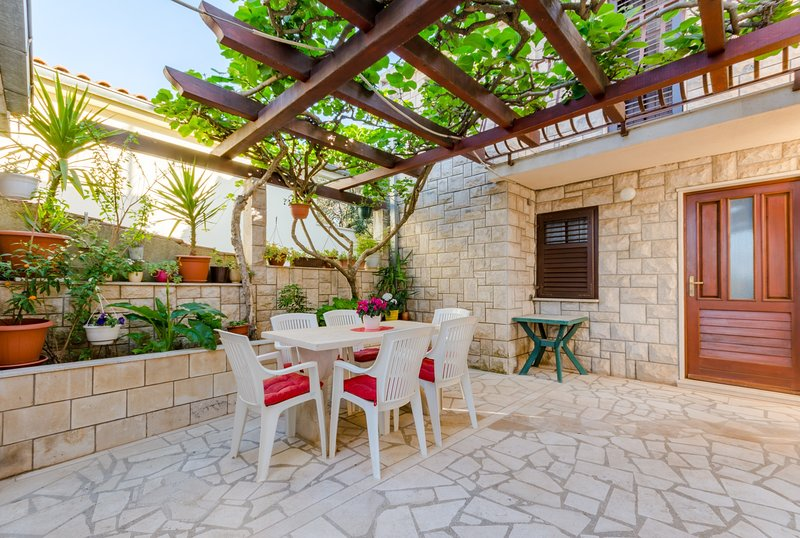 Apartments Dada - One-Bedroom Apartment with Terrace, holiday rental in Sumpetar