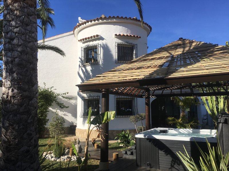 Casa Harpella....Spacious apartment close to the beach, village and amenities – semesterbostad i El Verger