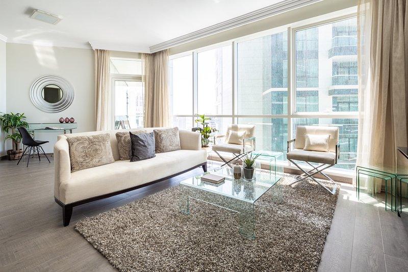 Amazing 3BR JBR Apartment with Sea & Marina Views!, alquiler de vacaciones en Jebel Ali