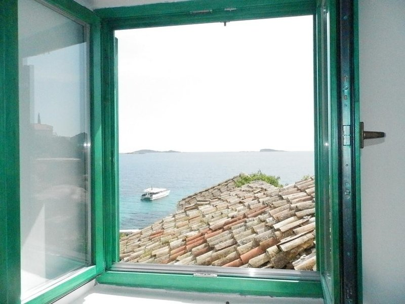 Villa Soti - Two-Bedroom Apartment with Sea View, vacation rental in Mlini