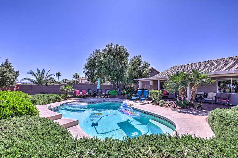NEW! Spacious Vegas Home w/Strip View & Pool Table, holiday rental in Henderson