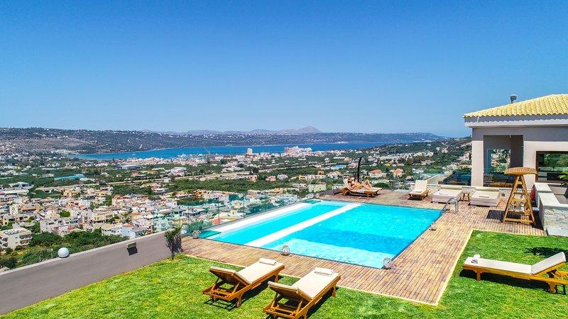 Villa Kedria with heated pool and panoramic ocean view, vacation rental in Perivolia