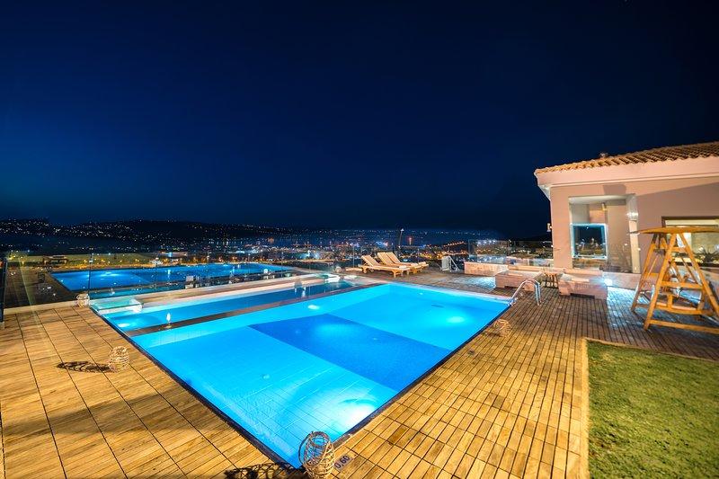Villa Kedria with heated pool and panoramic ocean view, location de vacances à Katochori