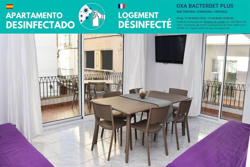 Apartamento de 4 hab. con terraza, A/A y totalmente equipado. A 150m de la playa, holiday rental in Roses