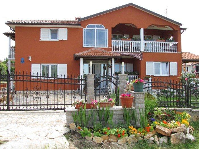 Confortevole appartamento a Valizza-Umag, immerso nel verde, climatizzato, WiFi, vacation rental in Kanegra