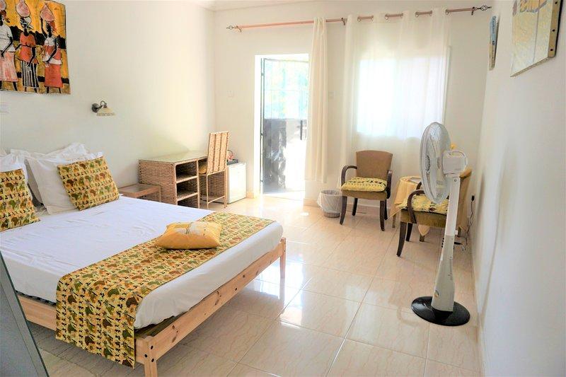 B & B Villa Calliandra yellow room, vacation rental in Bijilo