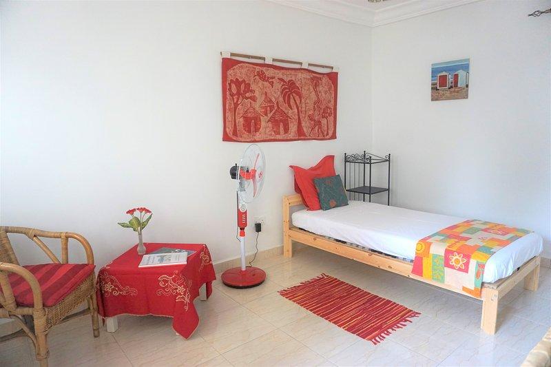 B & B Villa Calliandra red room, vacation rental in Bijilo