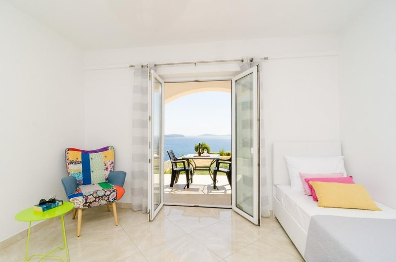 Apartments A&M - One-Bedroom Apartment with Balcony and Sea View No. 1, holiday rental in Soline