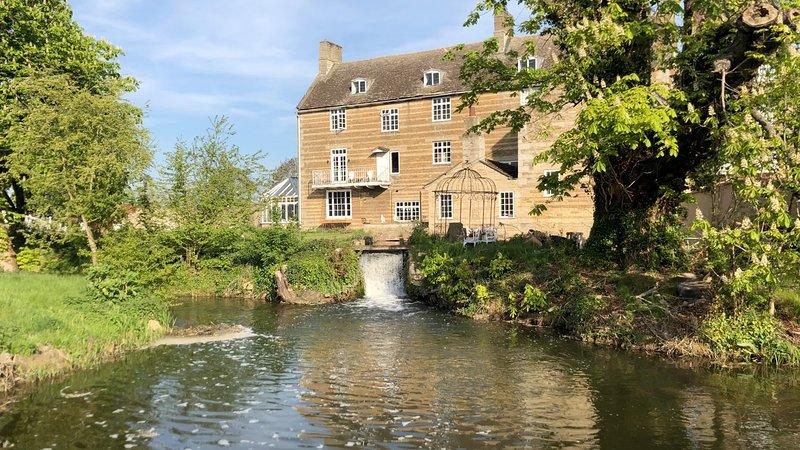 Molecey's Marvellous Mill, Ferienwohnung in Bourne
