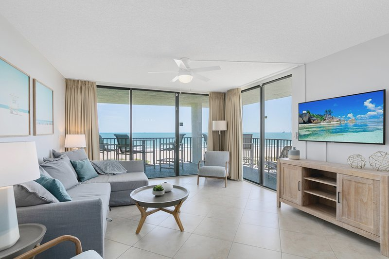 Penthouse Corner Unit with Large Oceanfront wraparound balcony, Ferienwohnung in Cape Canaveral