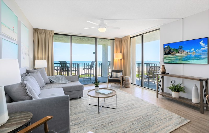 Direct Oceanfront Corner Unit with Great Views at Cape Winds!, Ferienwohnung in Cape Canaveral