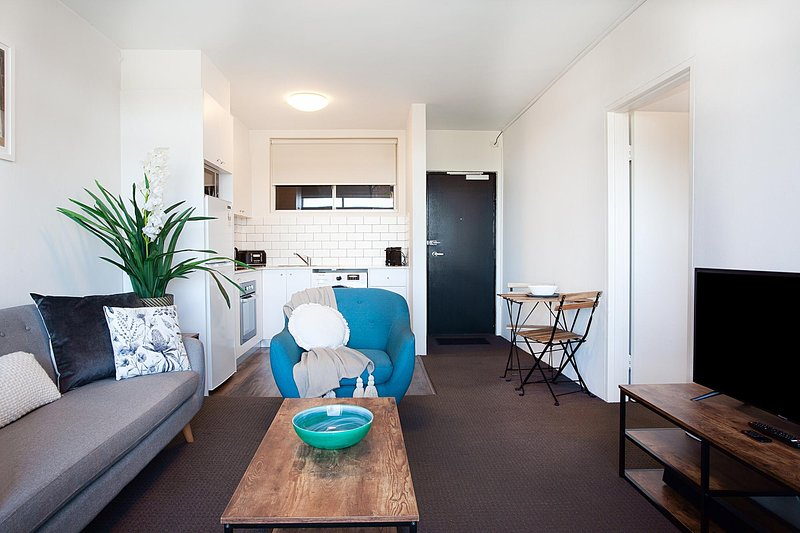 Sprawling City Views and Balcony in Cosy Apartment, holiday rental in Rozelle