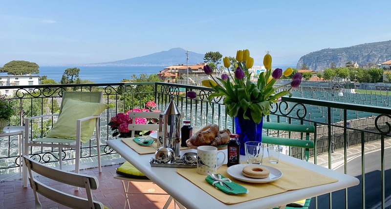 Suite 62 romantic seaview and terrace in Sorrento center, holiday rental in Sorrento
