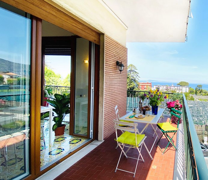 Maison 62 seaview and terrace in Sorrento center (up 14), vacation rental in Sorrento