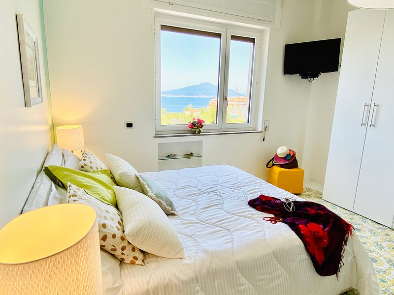 Apt Gioel 62 stunning seaview and terrace in Sorrento center, vacation rental in Sorrento