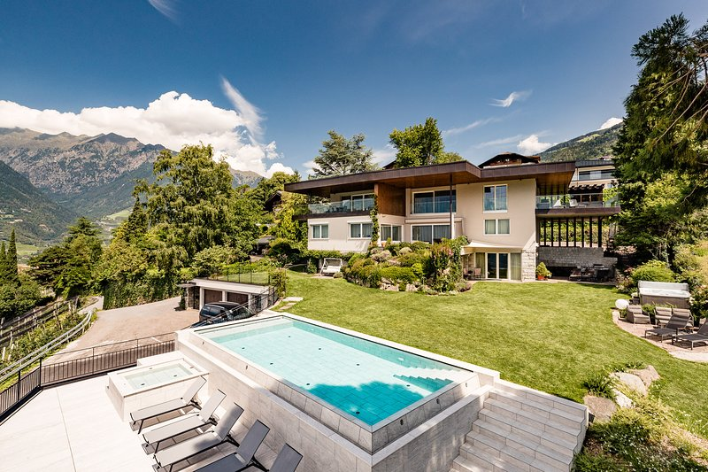 Schenna Chalet - Luxury Panoramic Apartment, location de vacances à Postal