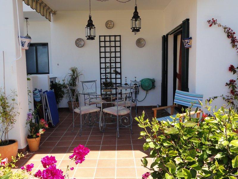 Terraza con acceso al jardín comunitario