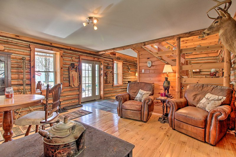 NEW! Spacious Cabin on 7 Private Acres in Athol!, vacation rental in Bakers Mills