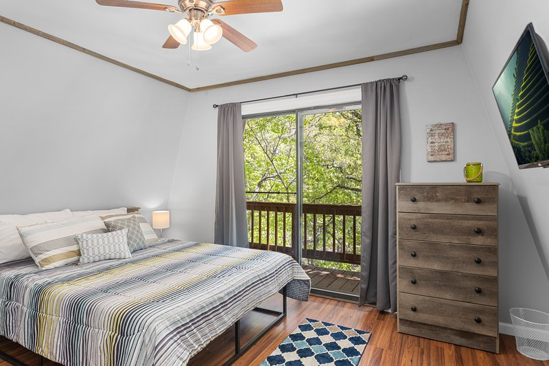 Calm and Cozy Chateau - Tranquil Lake Getaway!, alquiler vacacional en Rocky Mount