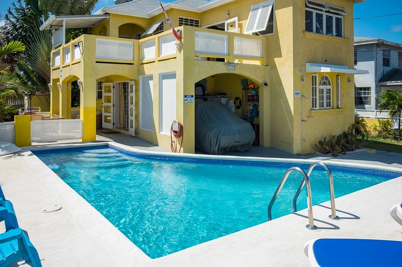 Magnificent ocean view 2 bedroom apartment with a pool, vacation rental in Merricks