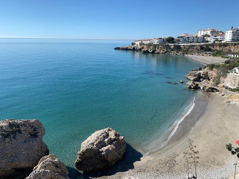 Vistas desde el Balcón de Europa a la playa del Salón