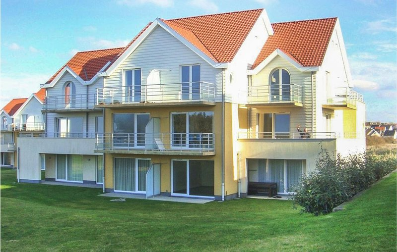 Awesome apartment in Wimereux with WiFi and 3 Bedrooms (FNP164), location de vacances à Marquise