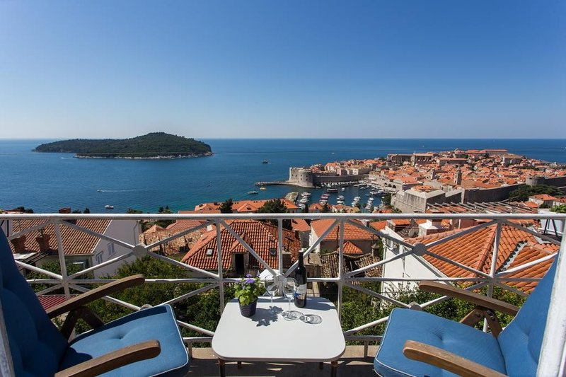 Ploce Apartments -Jelena- Two Bedroom Apartment with Balcony and Sea View, holiday rental in Stara Moravica
