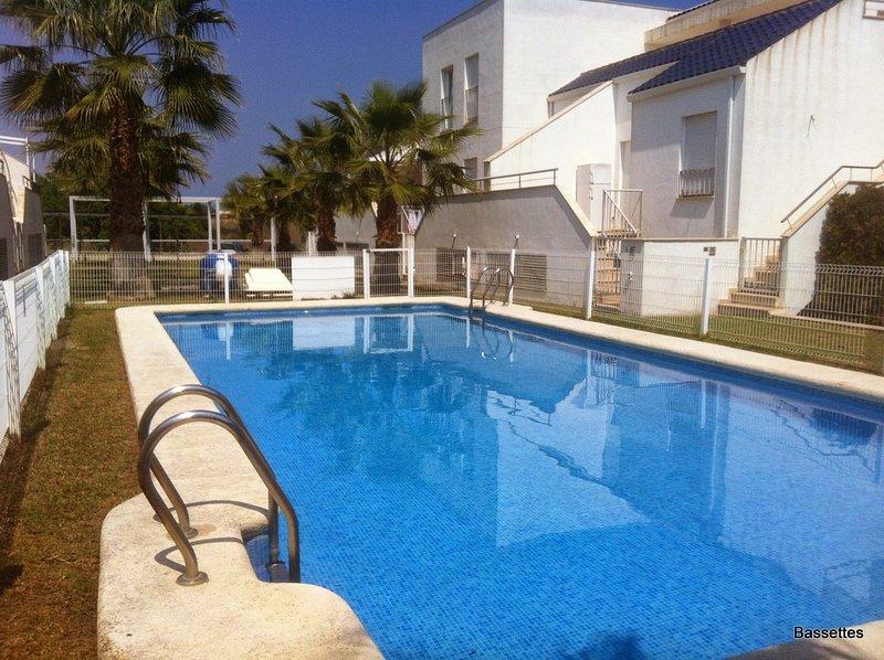 Casa en la playa Deveses, bienvenidos perros., holiday rental in Oliva