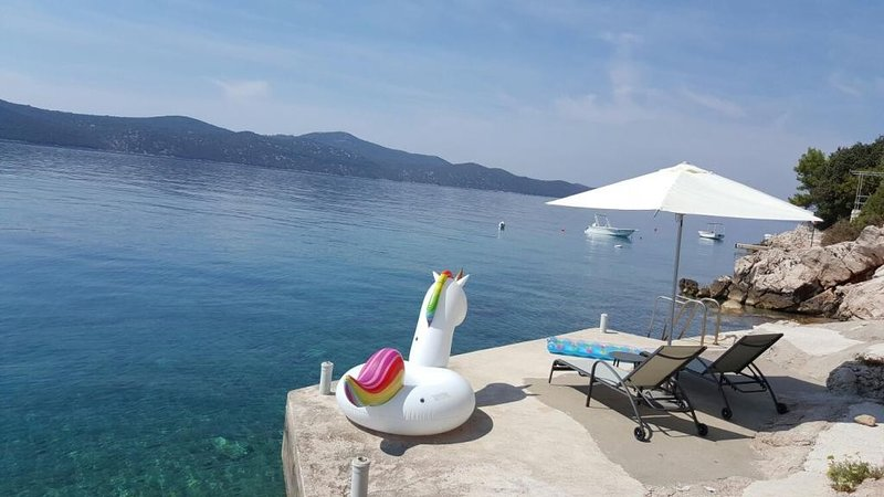 Holiday Home Odiseja- One Bedroom Apartment with Terrace and Sea View, location de vacances à Sipanska Luka