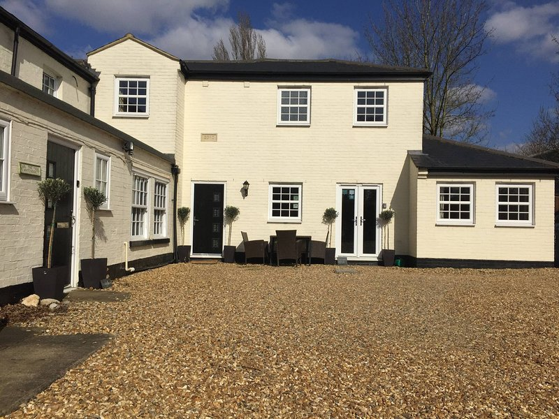Courtyard Cottage - Great Paxton, holiday rental in Hilton