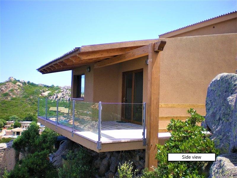 Petra Blu - Villa with amazing view in a solitary location and private pool, location de vacances à Costa Paradiso