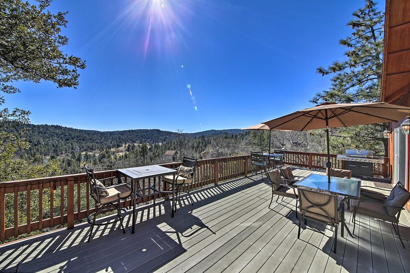 Mountain Gem w/ Game Room, 5 Mi to Lake Arrowhead!, holiday rental in Victorville