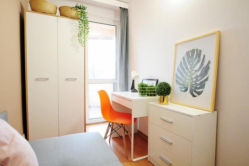 Top class sunny apartment in Krakow, casa vacanza a Wegrzce