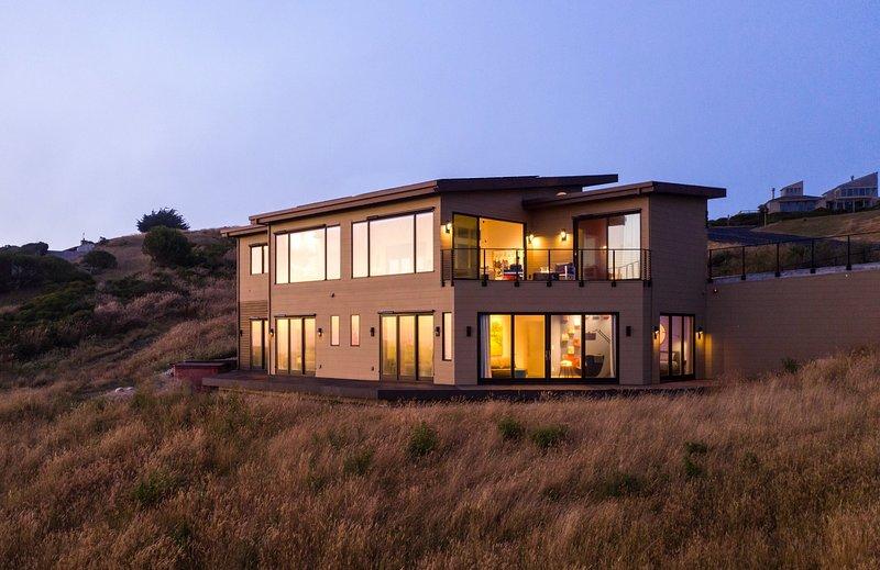 Sky House • Chic seaside retreat with cinema & spa, casa vacanza a Dillon Beach