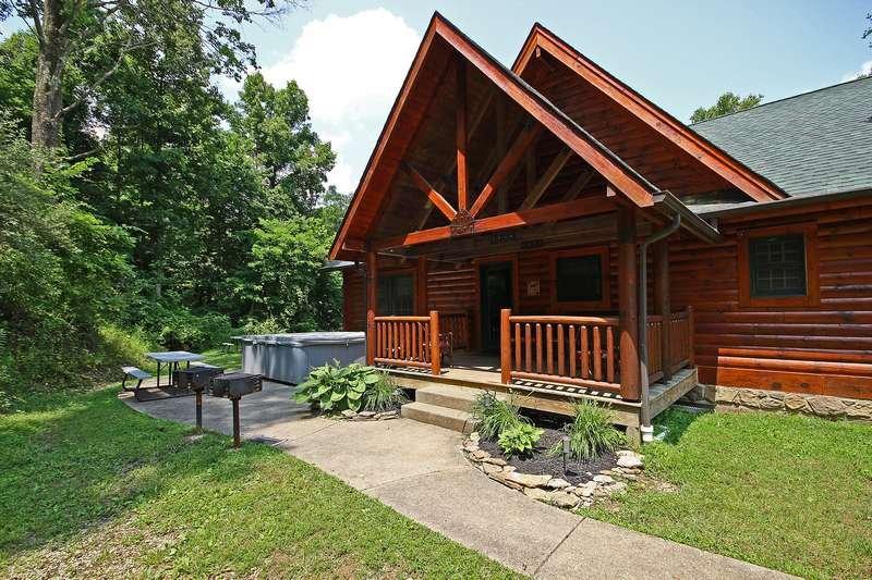 Beautiful, Sanitized 5 bedroom cabin in Hocking Hills, location de vacances à Gibisonville