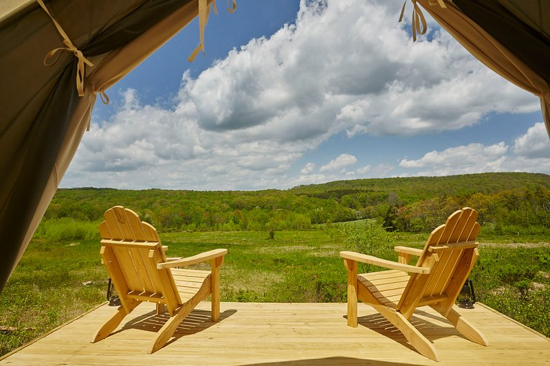 Tentrr Signature Site - Camp Haven: Meadow Retreat   Now Open, casa vacanza a Rockland