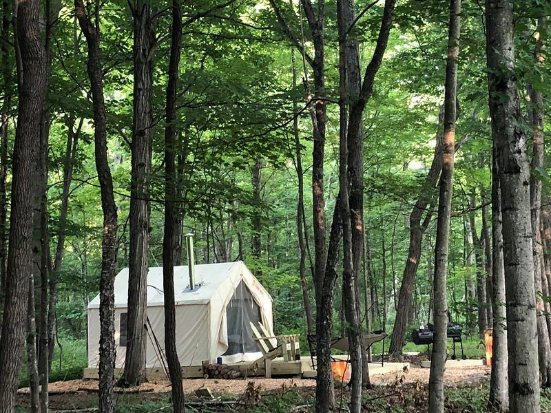 Tentrr Signature Site - Creekside Zen in Catskills, vacation rental in Oak Hill