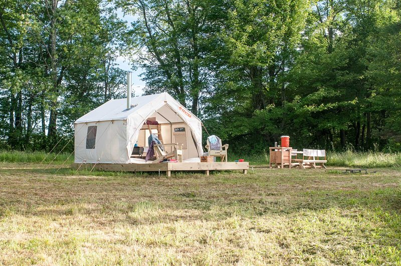 Tentrr Signature Site - Sean Billy Pond Hideaway, holiday rental in Hartwick