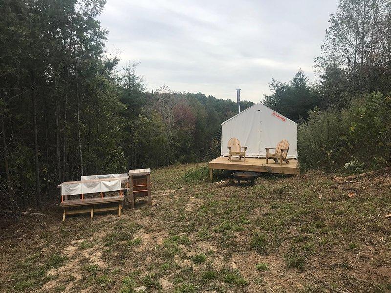 Tentrr Signature Site - Happy Tales Campsite, alquiler de vacaciones en Bostic