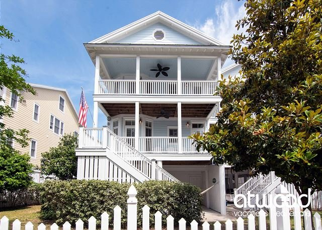 Beach Bums - Easy Beach Access, Elevator, Screened Porch, Quality Decor, holiday rental in Edisto Island