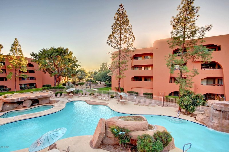 Anasazi Village Condos Resort Style 5 Swimming Pools, vacation rental in Phoenix
