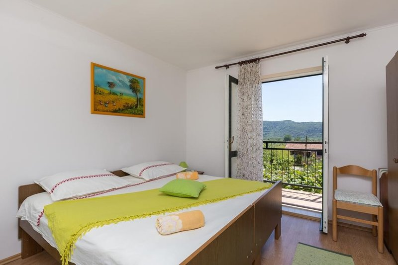 Apartment Laurel Leaf - Three Bedroom Apartment with Terrace, vacation rental in Ljuta