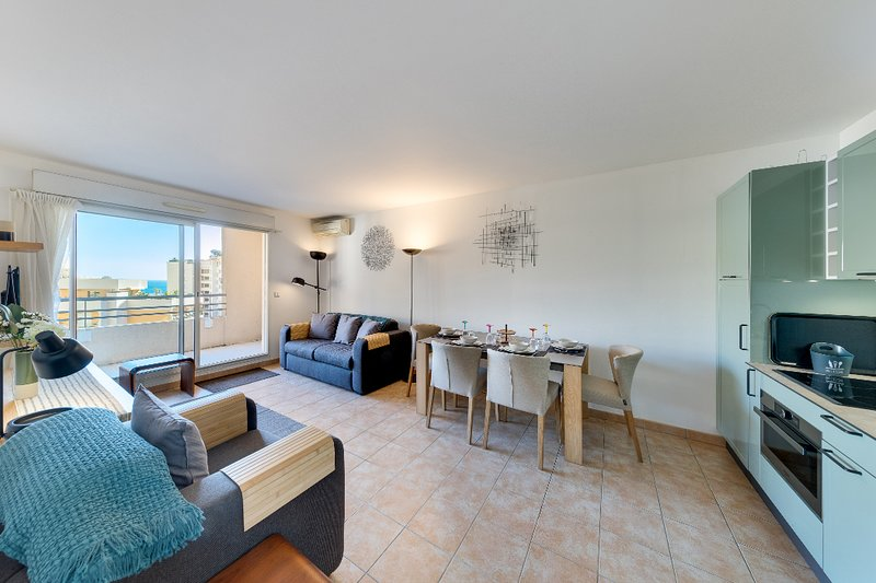 Seaspray 2 bed, 4 star Monaco/Beausoleil, beach apartment, parking optional, holiday rental in Beausoleil