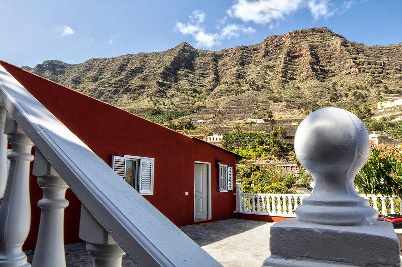 Detalle patio exterior y Valle de Hermigua