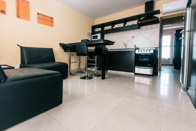 Apartamentos Edificio Boulevard, Premium A, vacation rental in San Rafael