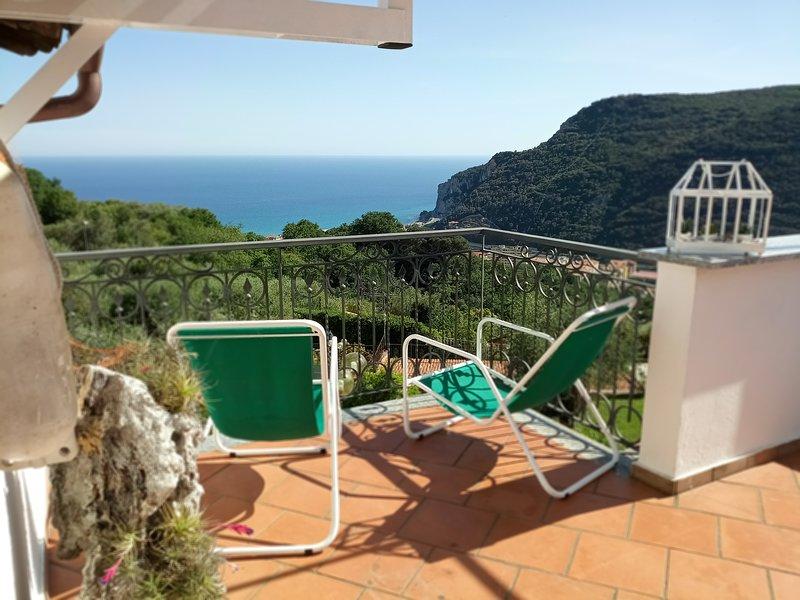 LARGE APARTMENT WITH SEA VIEW (EX GOCCE DI RUGIADA), location de vacances à Orco Feglino