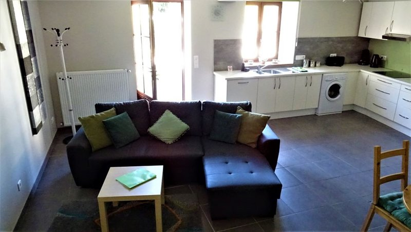 2 Bedroom Gite/Apartment 90M2 Le Petit Moulin de Veillard - Arcana, vacation rental in Vaux-Rouillac