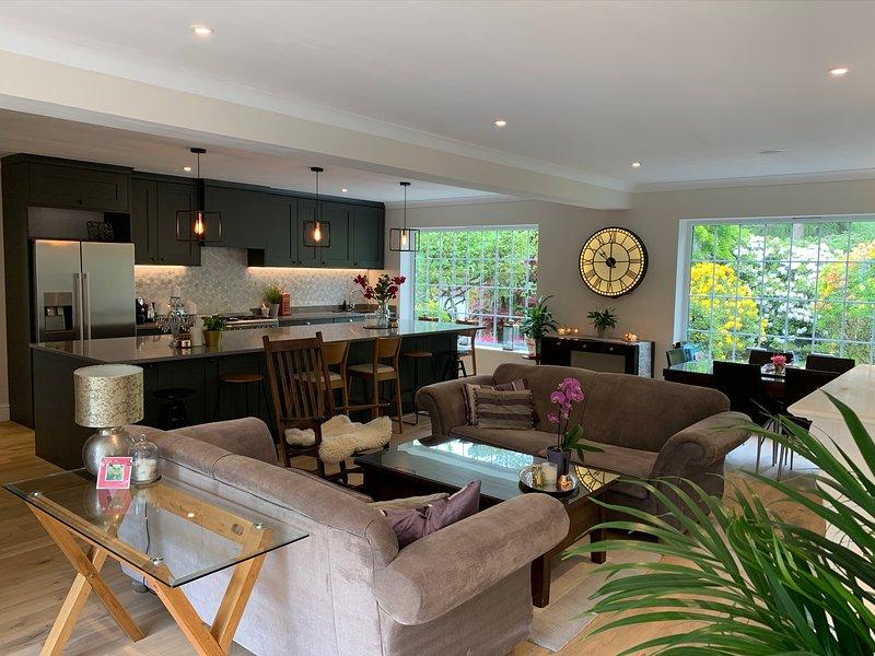 Stunning Surrey Hills getaway - 4-5 bedroom; sleeps 10, holiday rental in Bentley