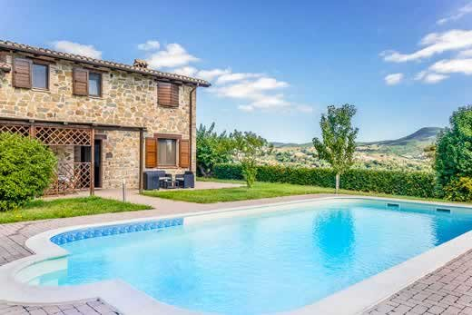 4 bedroom countryside villa w/ WIFI & pool towels, holiday rental in San Severino Marche